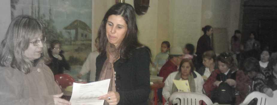nerina oses explicando curso de capacitación derecho de consumidor dado por Protectora y Sacra